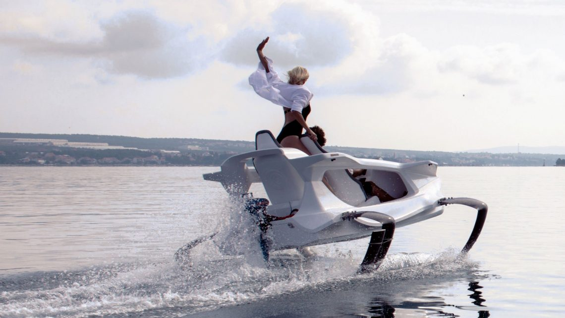 QuadroFoil Q2 Elektroboot See Babe Bikini Urlaub Wasser Meer