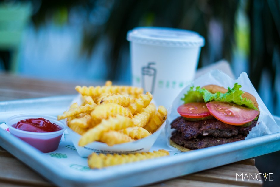 Shake Shack Double Burger Fries Ice-Tea Menü Fastfood Miami Riffelpommes Pommes Frites Hamburger Restaurant