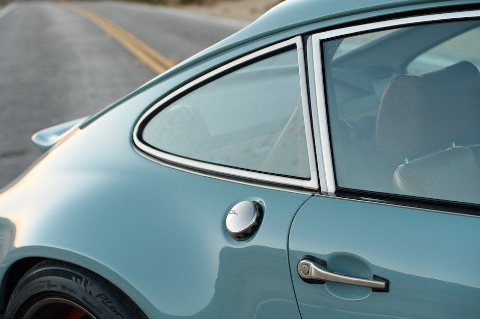 singer-911-racing-blue-70