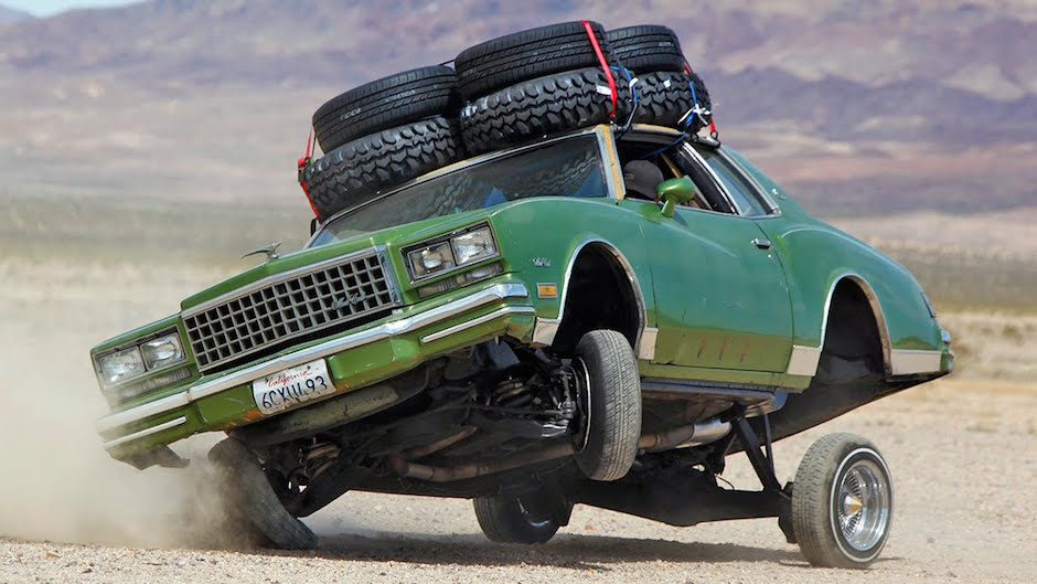 1980 Chevrolet Monte Carlo Lowrider Off-Road Roadtrip Tuning Latino USA Wüste Drift Jump