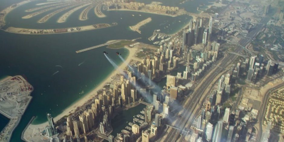 Jetman Dubai Young Feathers Downtown Wüste Wingsuit Turbinen Skydiving Skydive Fliegen Freiheit
