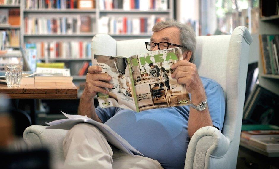 Hellmuth Karasek Literaturkritiker Rezension IKEA Katalog Lustig Sessel Möbelhaus