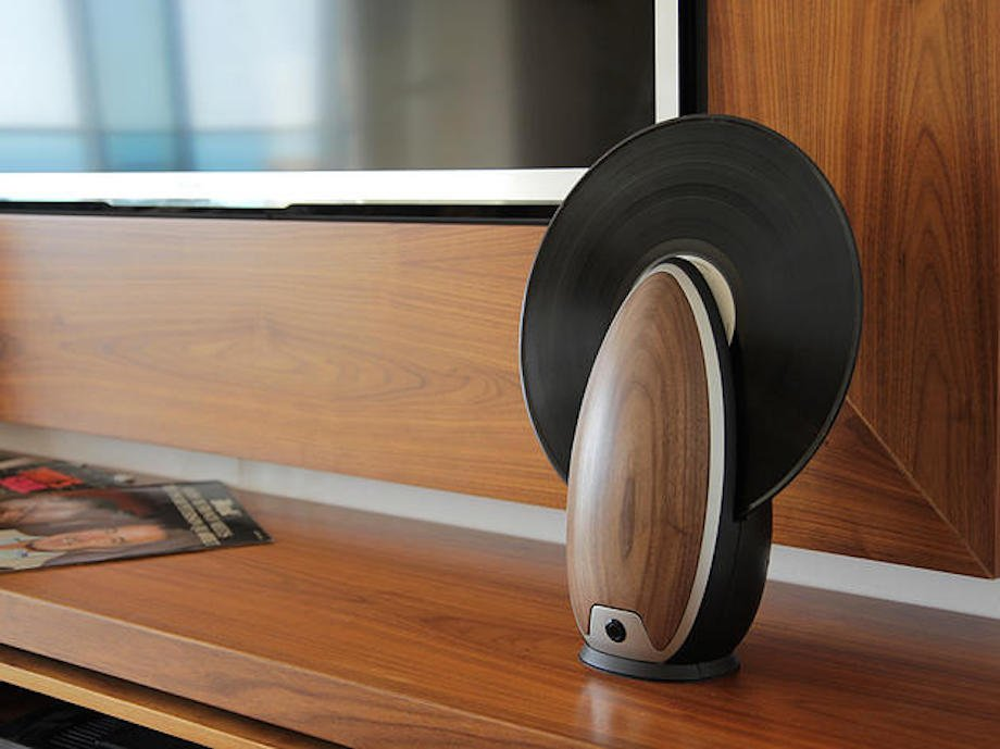 TOC Vertical Record Player: moderner Schallplattenspieler in bestechendem Design