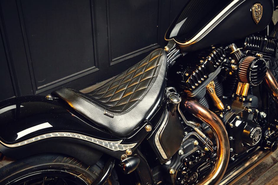 harley-softail-slim-crowned-stallion-rough-crafts-seat
