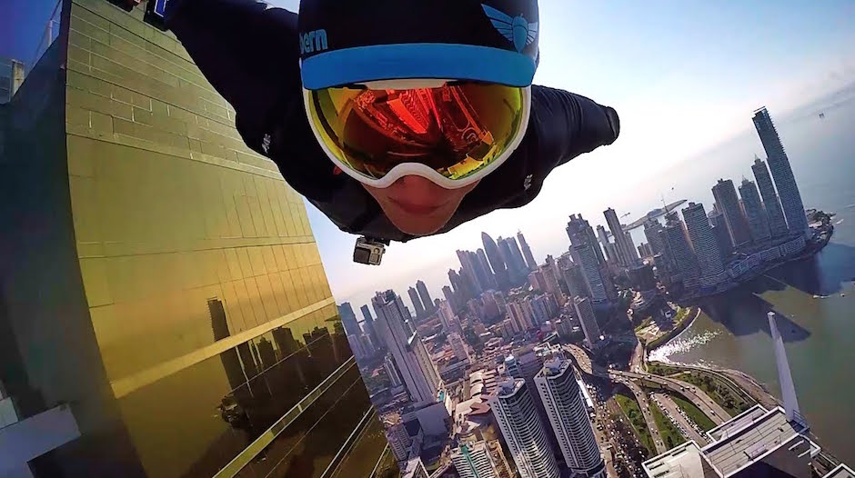 Branon Mikesell Urban Wingsuit Flight Downtown Panama City Wolkenkratzer Business District Selfie GoPro Fliegen Skydive Stunt Adrenalin