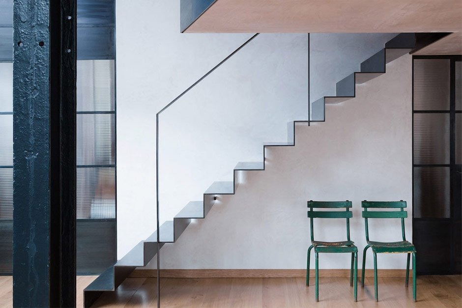 sadie-snelson-architects-warehouse-east-london-stair