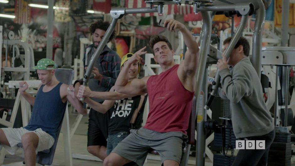 Buff Dudes Gym Wildlife Documentary Dokumentation Satire Comedy Parodie Fitnesslifestyle Lifestyle Pumpen Workout Gewichte Muskeln