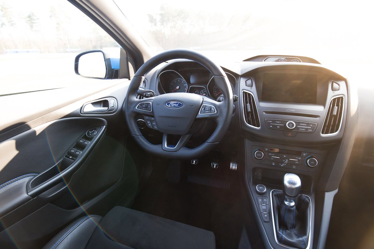 2016 Ford Focus RS Cockpit Lenkrad Interieur Innenraum