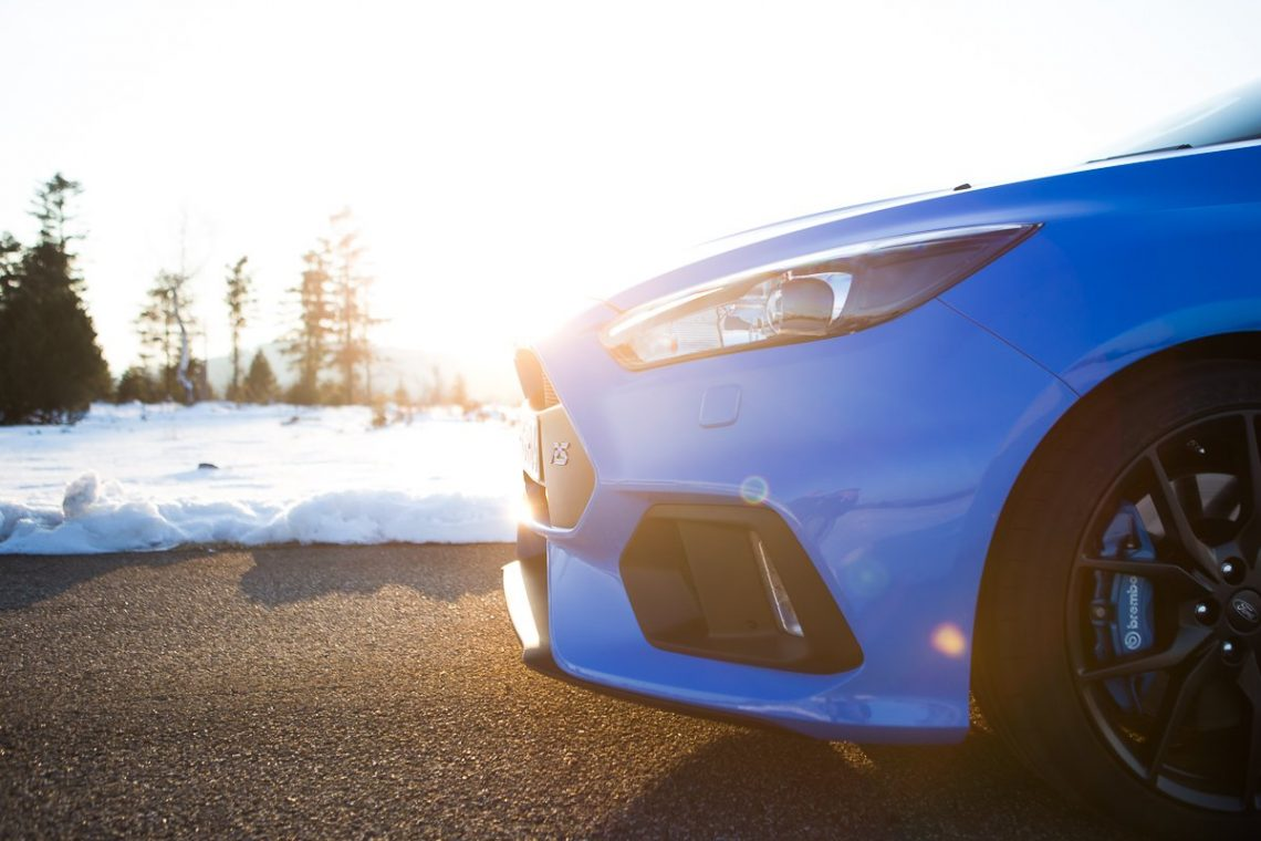 Ford Focus RS Front Schnauze blau Schnee Wald
