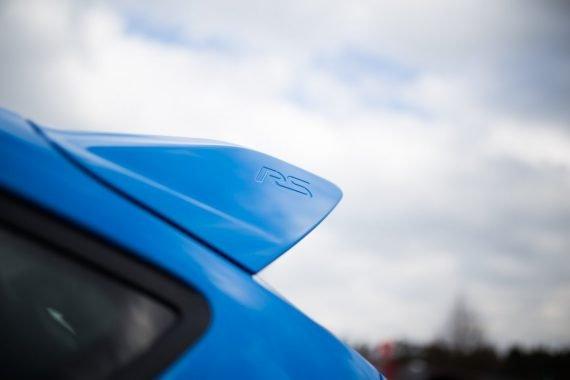 Ford Focus RS Heckspoiler blau wolken
