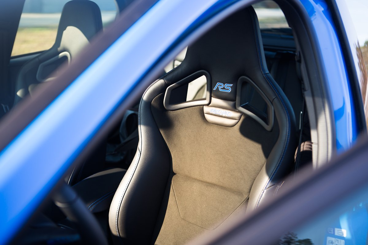 Ford Focus RS Recaro Schalensitze Alcantara blau Innenraum