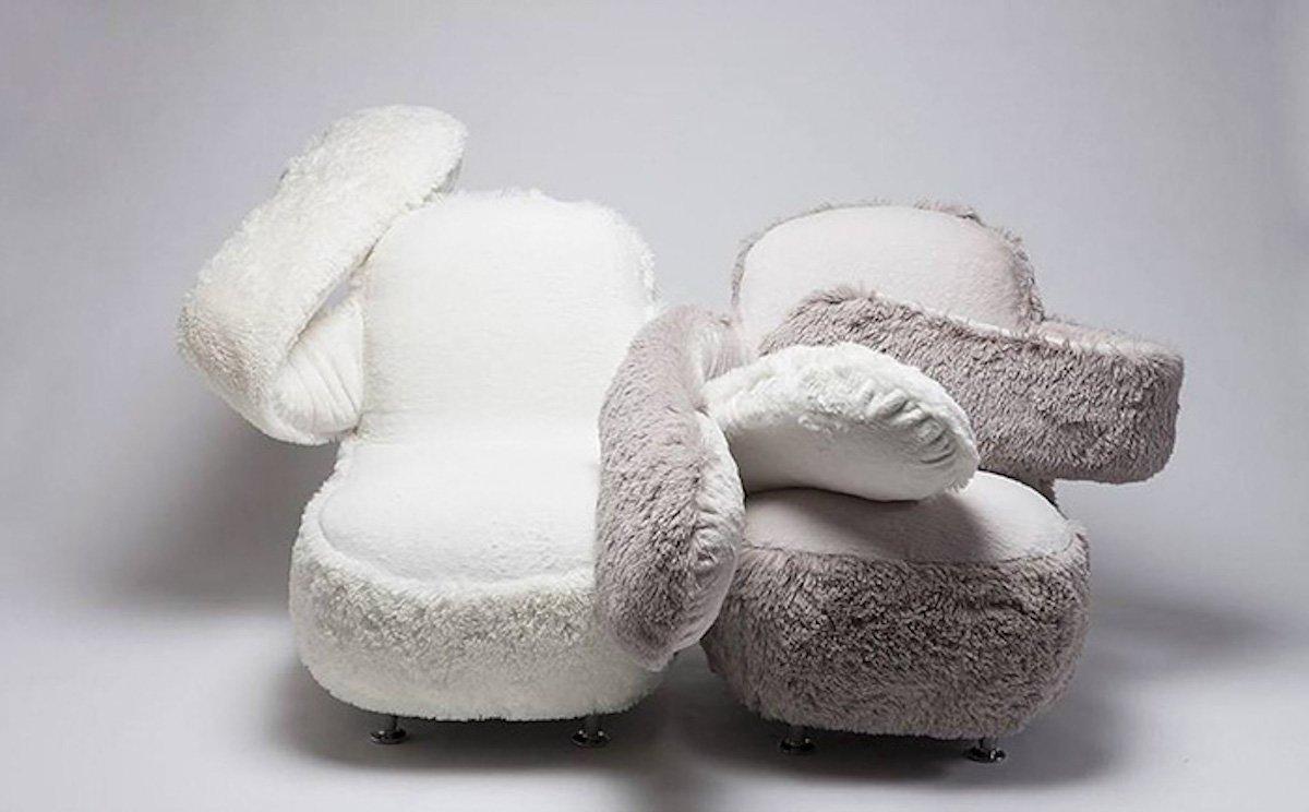 Free Hug Sofa: jeder braucht Umarmungen, vor allem wenn es ein kuscheliges Sofa ist
