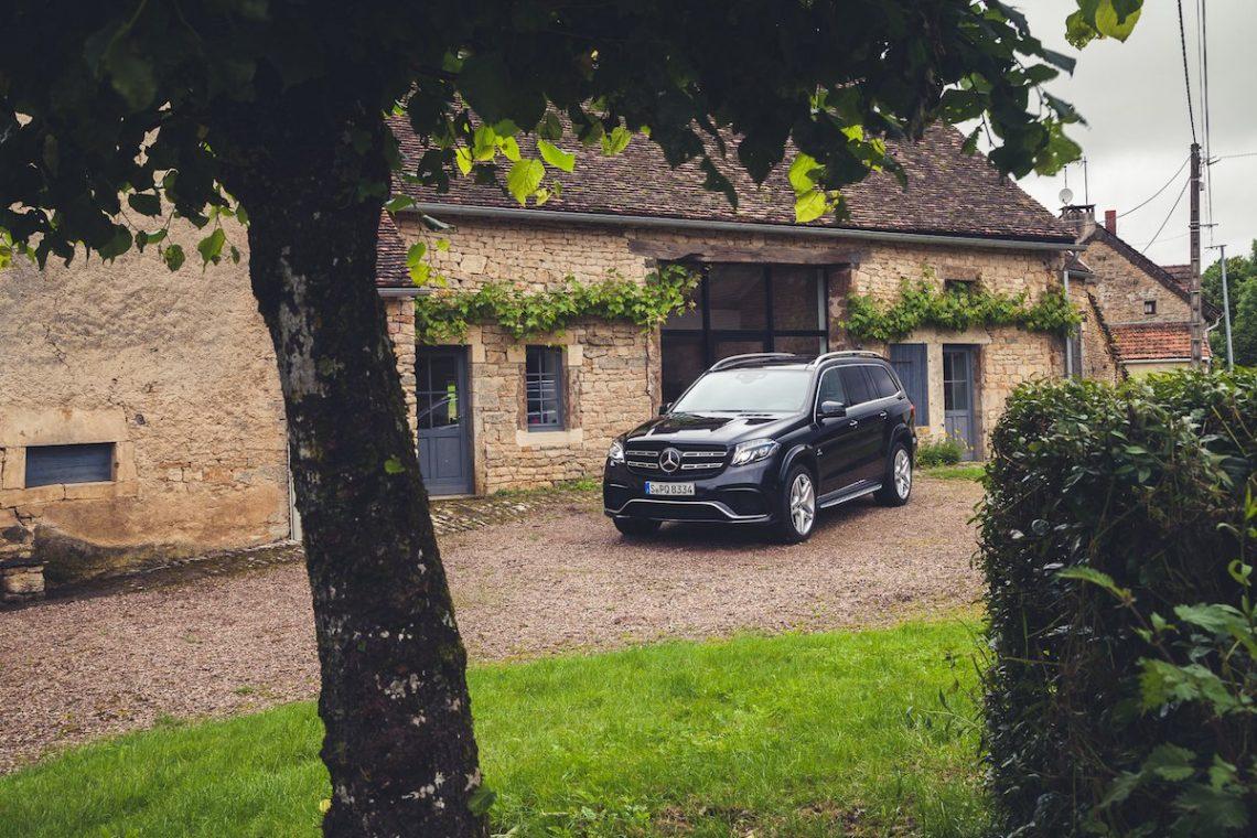 Mercedes-AMG GLS63 Front Chateau Villa Haus Dorf Dijon Frankreich Idylle schwarz