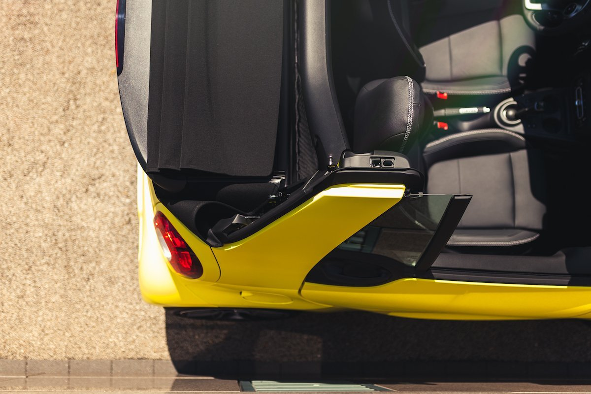 smart BRABUS fortwo 453 cabrio interior verdeck gelb leder