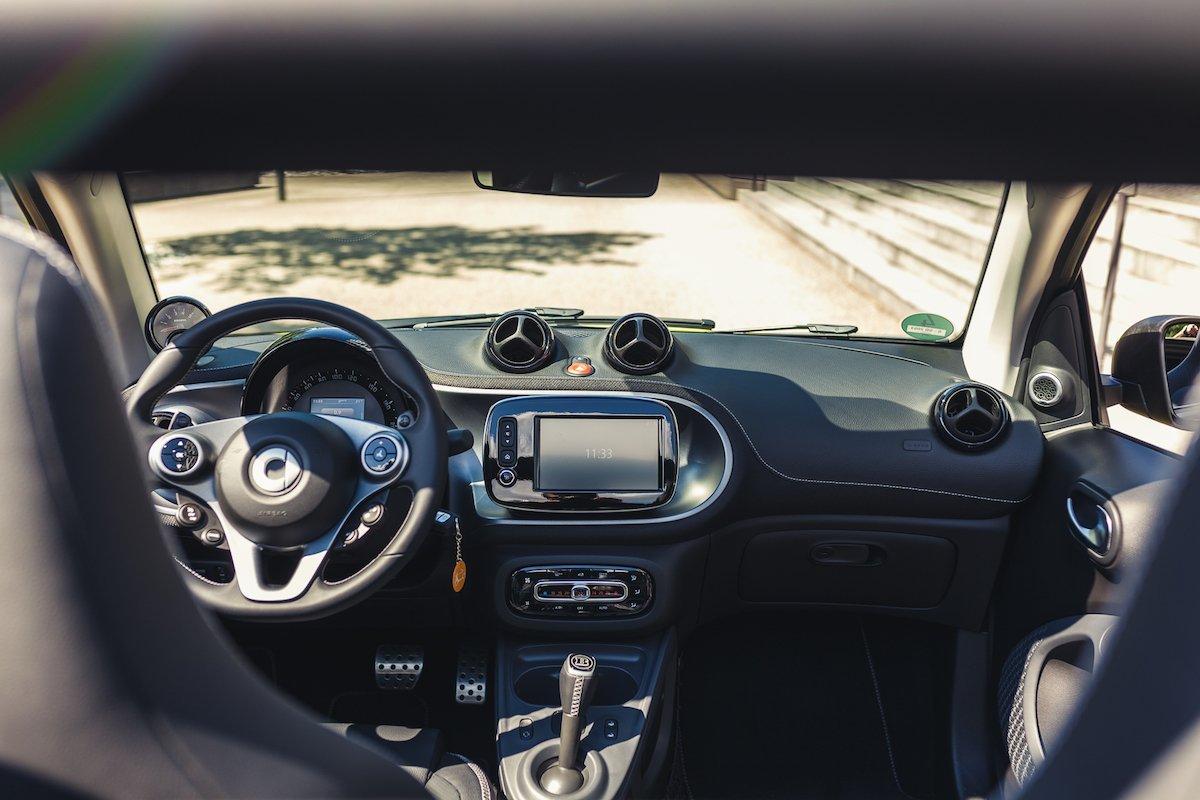 smart BRABUS fortwo cabrio brabus tailormade interieur innenraum cockpit automatik