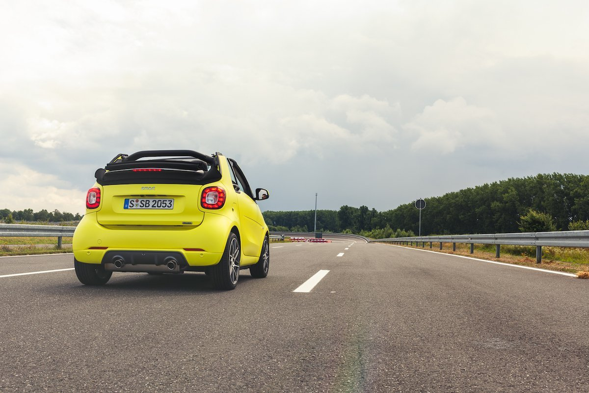 teststrecke smart brabus fortwo cabrio 453 atomic yellow