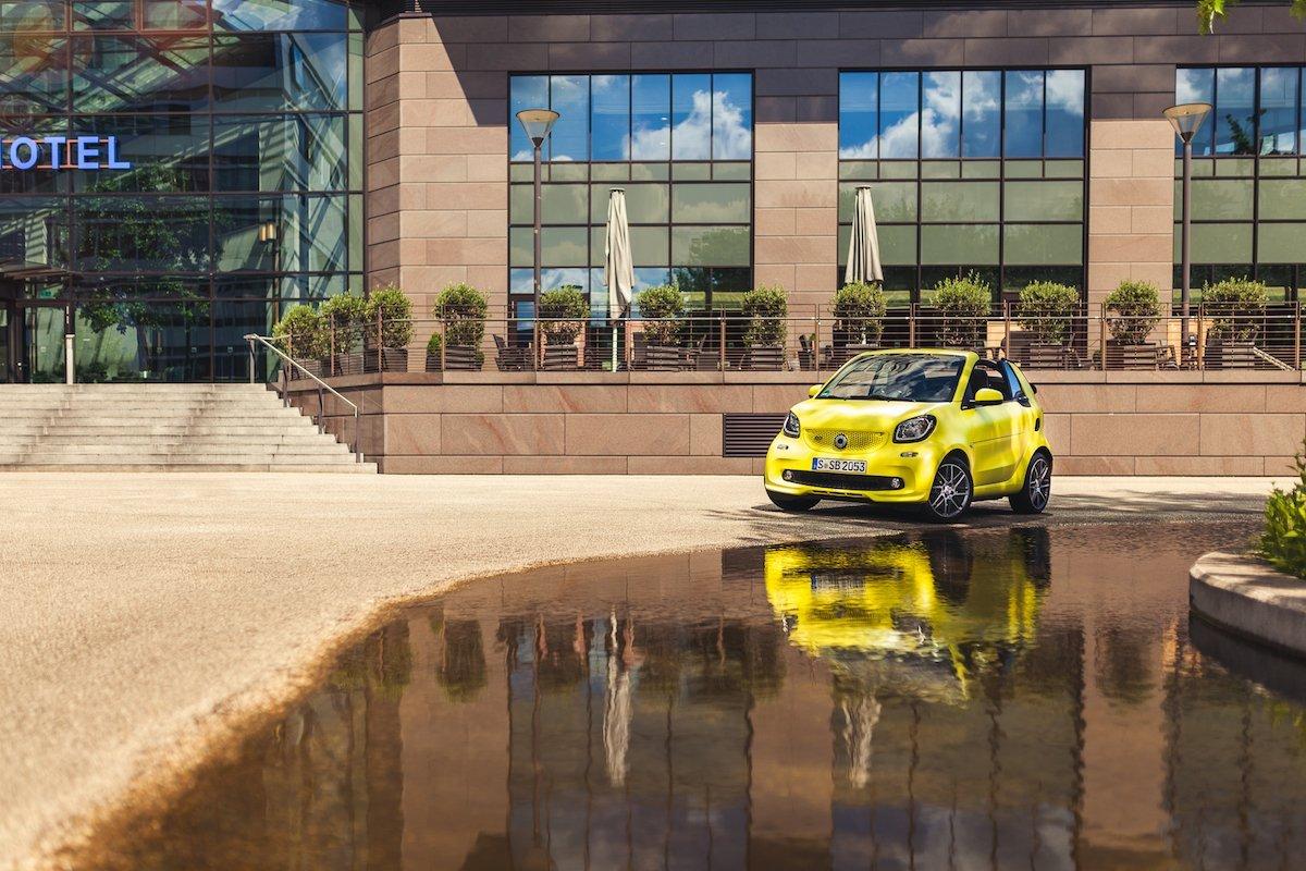 smart BRABUS fortwo cabrio (453): Polarisiert auf der Straße, gehört auf die Rennstrecke