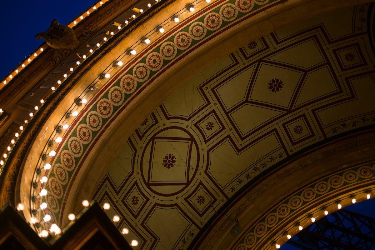 Tivoli Entrance Eingang Kopenhagen Kuppel Torbogen Details Beleuchtung