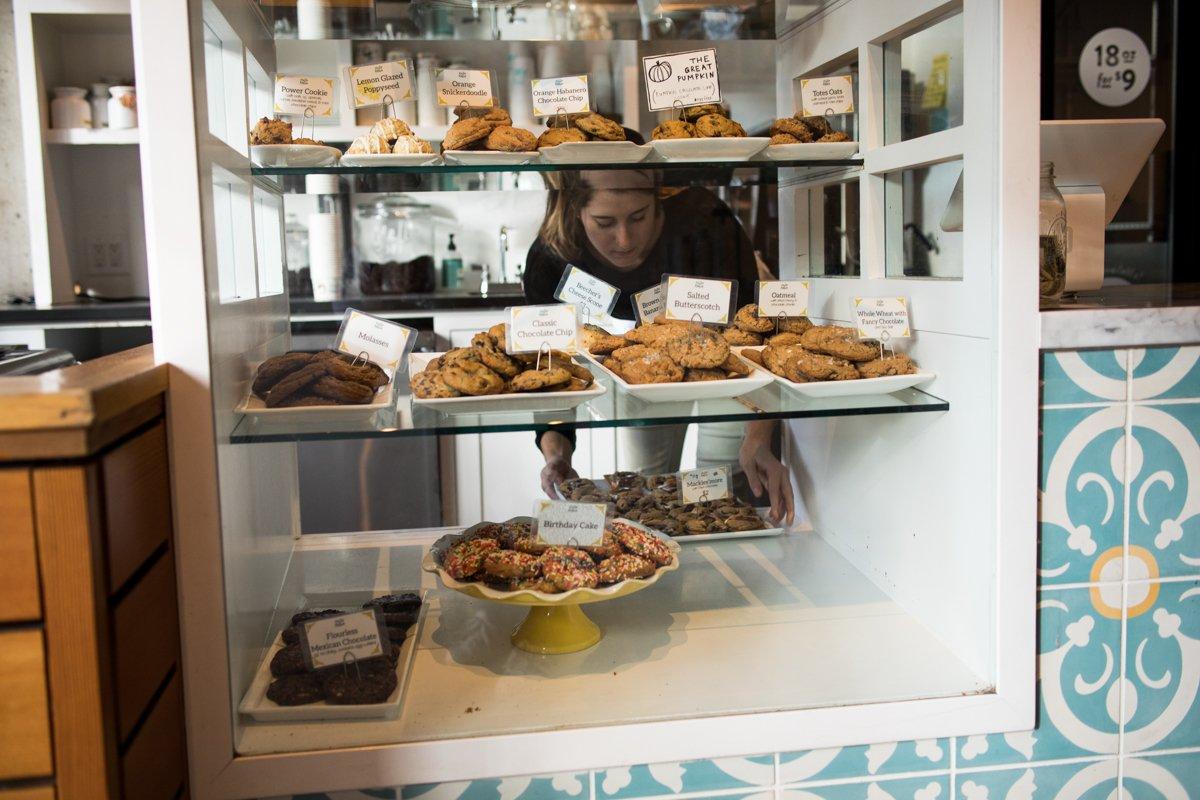 Hell Robin Cookies Seattle Capitol Hill Auswahl Sortiment frisch gebacken Auslade Theke
