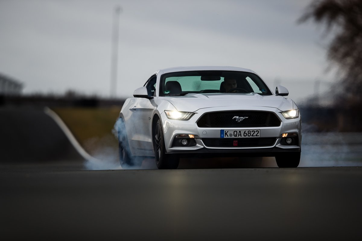 Ford Mustang GT 5.0 421 PS Bilster Berg Rennstrecke Racetrack Silber V8 Burnout Line Lock Vorderachssperre Qualm Reifen Smoke