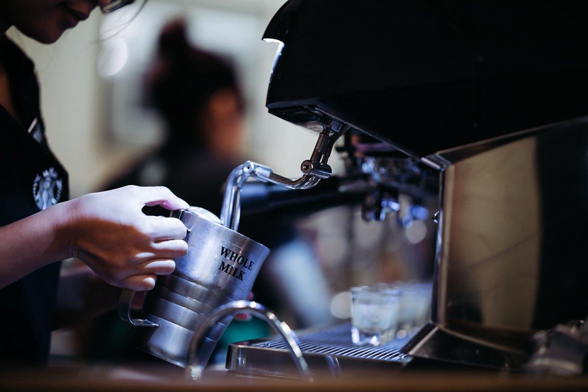Starbucks Pike Place Barista Whole Milk Detail Dampf Milch aufschäumen Espresso Kaffee