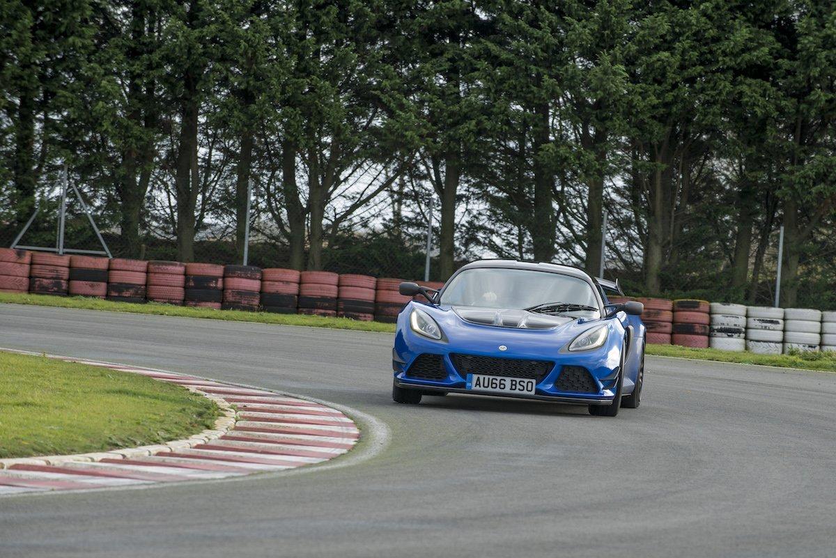 Lotus Exige Sport 380 Rennstrecke Racetrack Test Review Fahrbericht blau Sportwagen V6 Kompressor Drift Drifting Kurvenfahrt Cornering Race