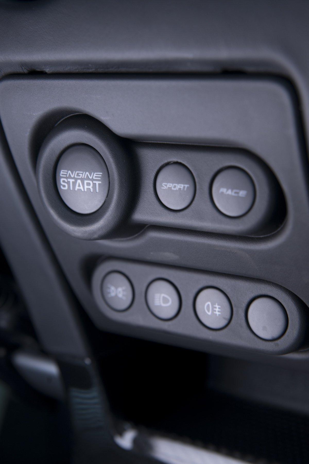 Lotus Exige Sport 380 Rennstrecke Racetrack Test Review Fahrbericht blau Sportwagen V6 Kompressor Drive Mode Fahrmodus Einstellung Setup