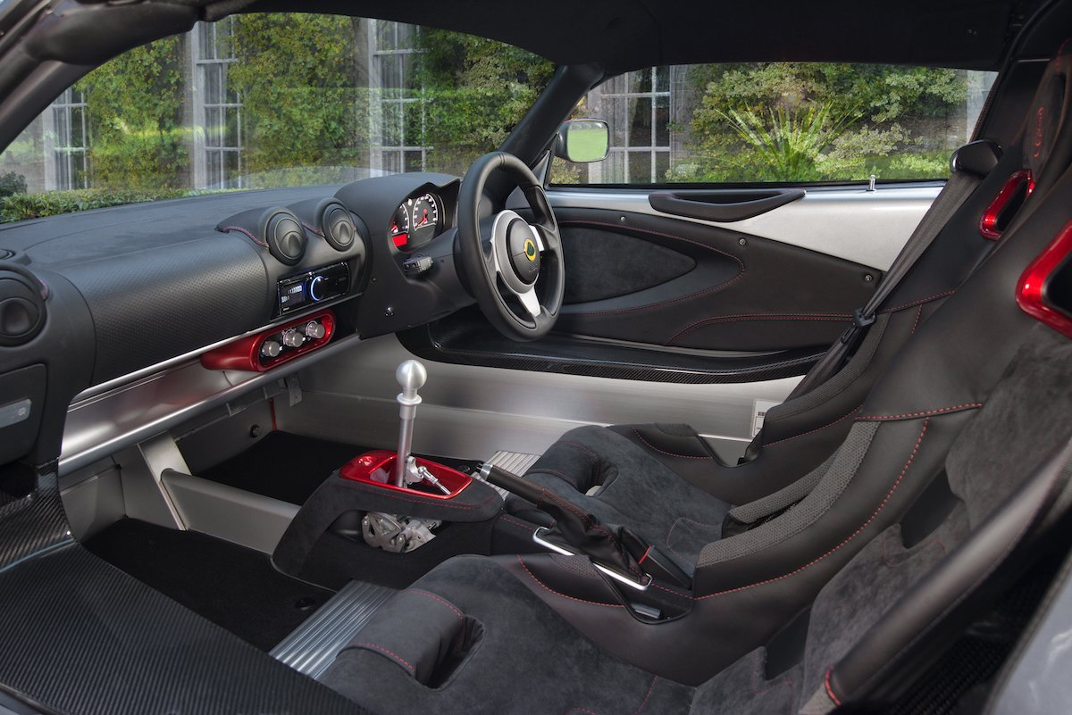 Lotus Exige Sport 380 Rennstrecke Racetrack Test Review Fahrbericht blau Sportwagen V6 Kompressor Interieur Interior Innenraum Cockpit Sportsitze Alcantara Leder
