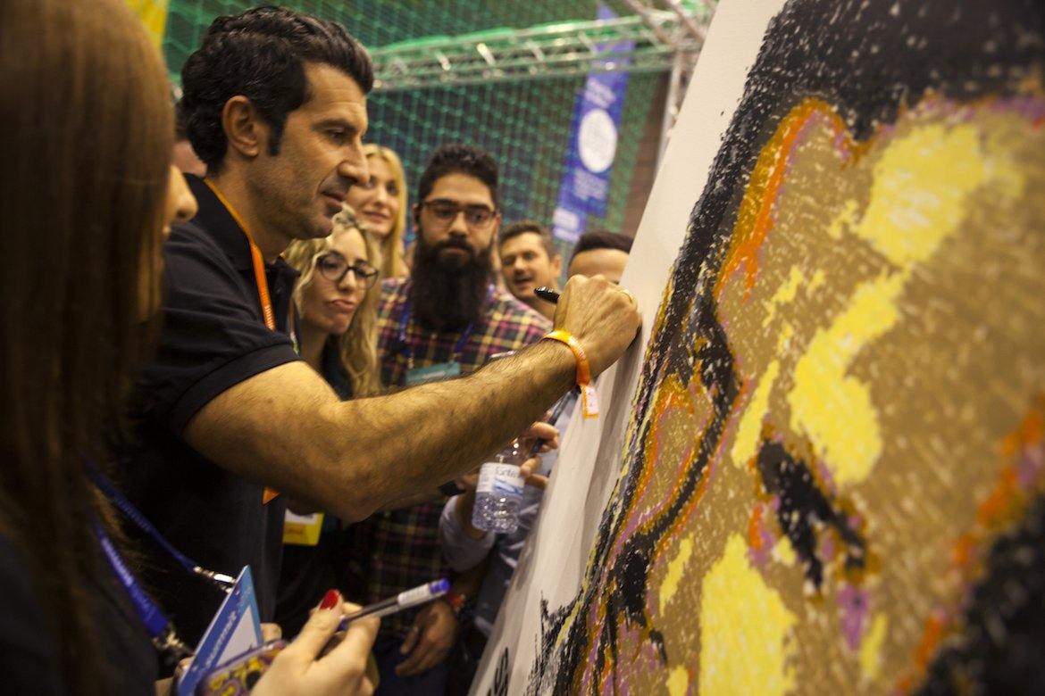 Fußballer Luis Figo signiert Artwork Portrait Websummit SprayPrinter