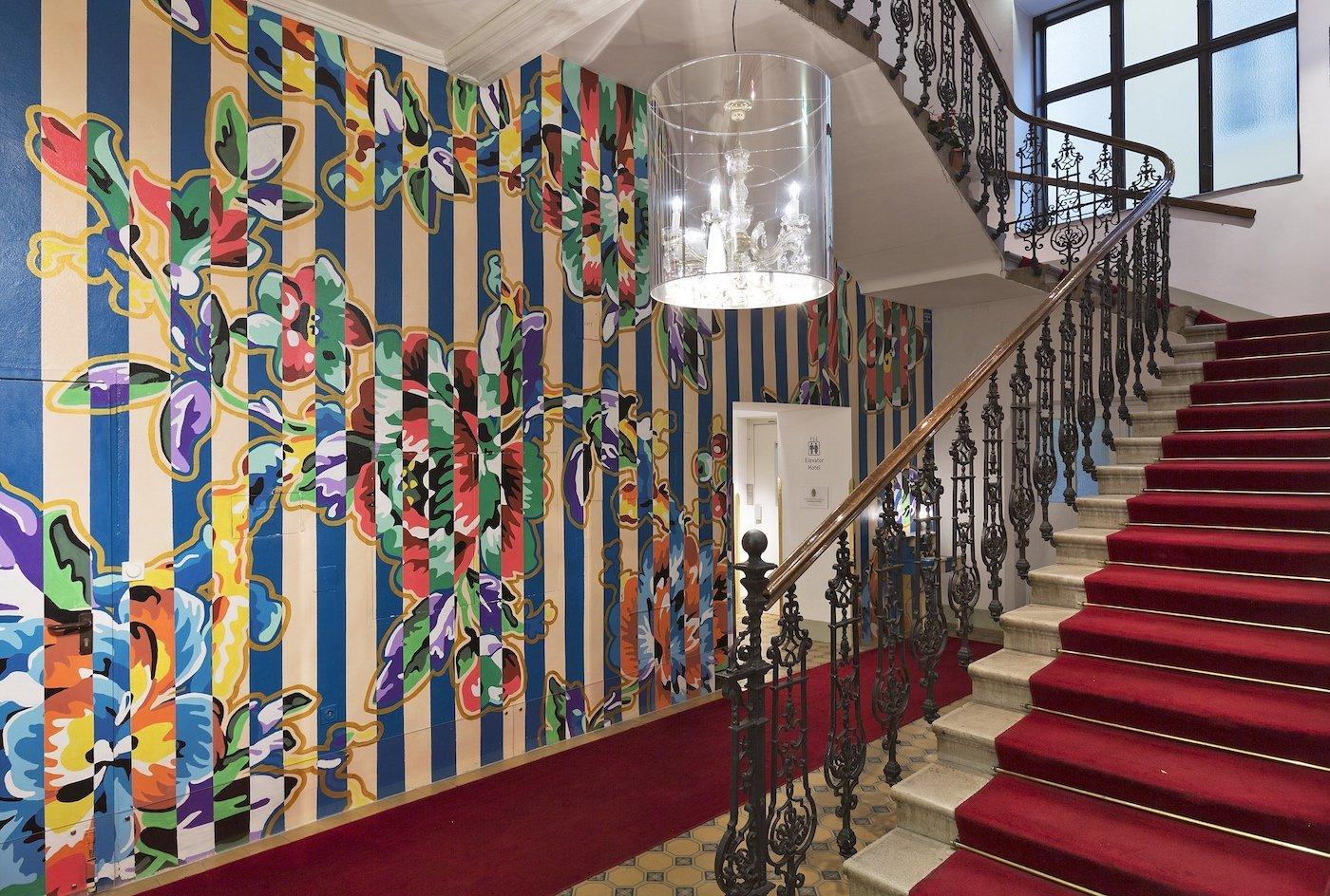 Hotel Altstadt Vienna Boutique Design Hotel Wien Eingang Treppenhaus Kunst Deckenleuchte Historisch