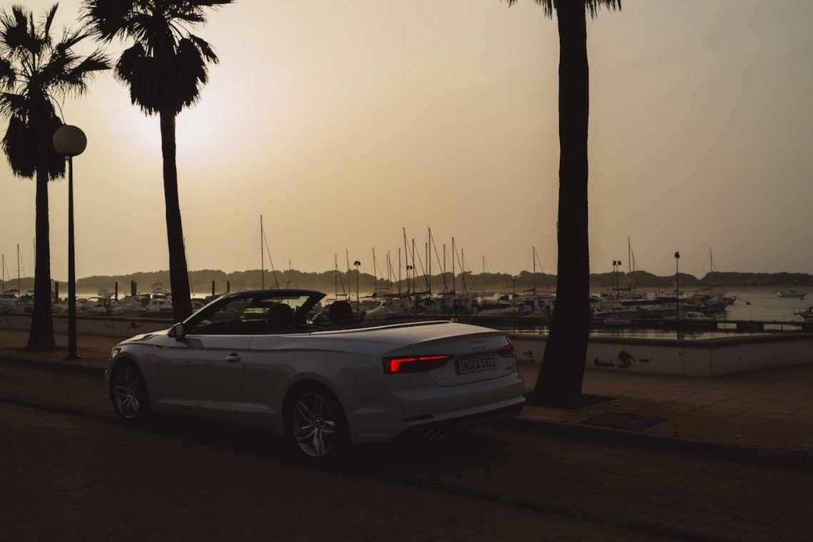 Audi A5 Cabriolet 3.0 TDI Sonnenuntergang S Line Gletscherweiss Spanien Promenade Palmen Yachthafen Meer Rückleuchten Heck