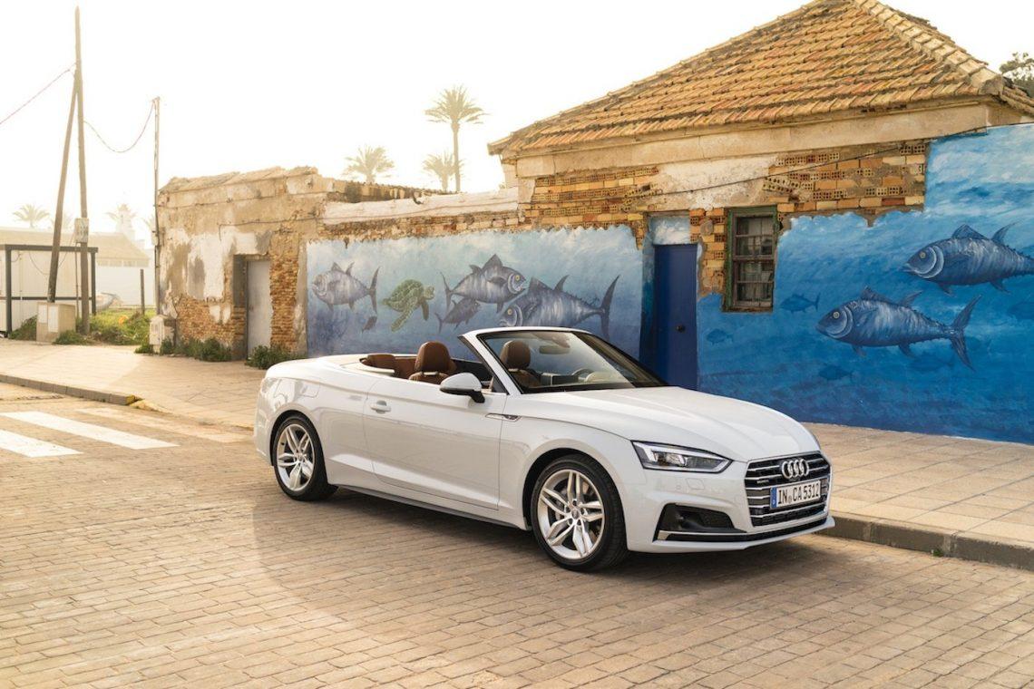 Audi A5 Cabriolet 3.0 TDI Commercial Editorial Still Sonnenuntergang Flare Strand Cafe Promenade Restaurant Palmen Dächer Backstein Hafen