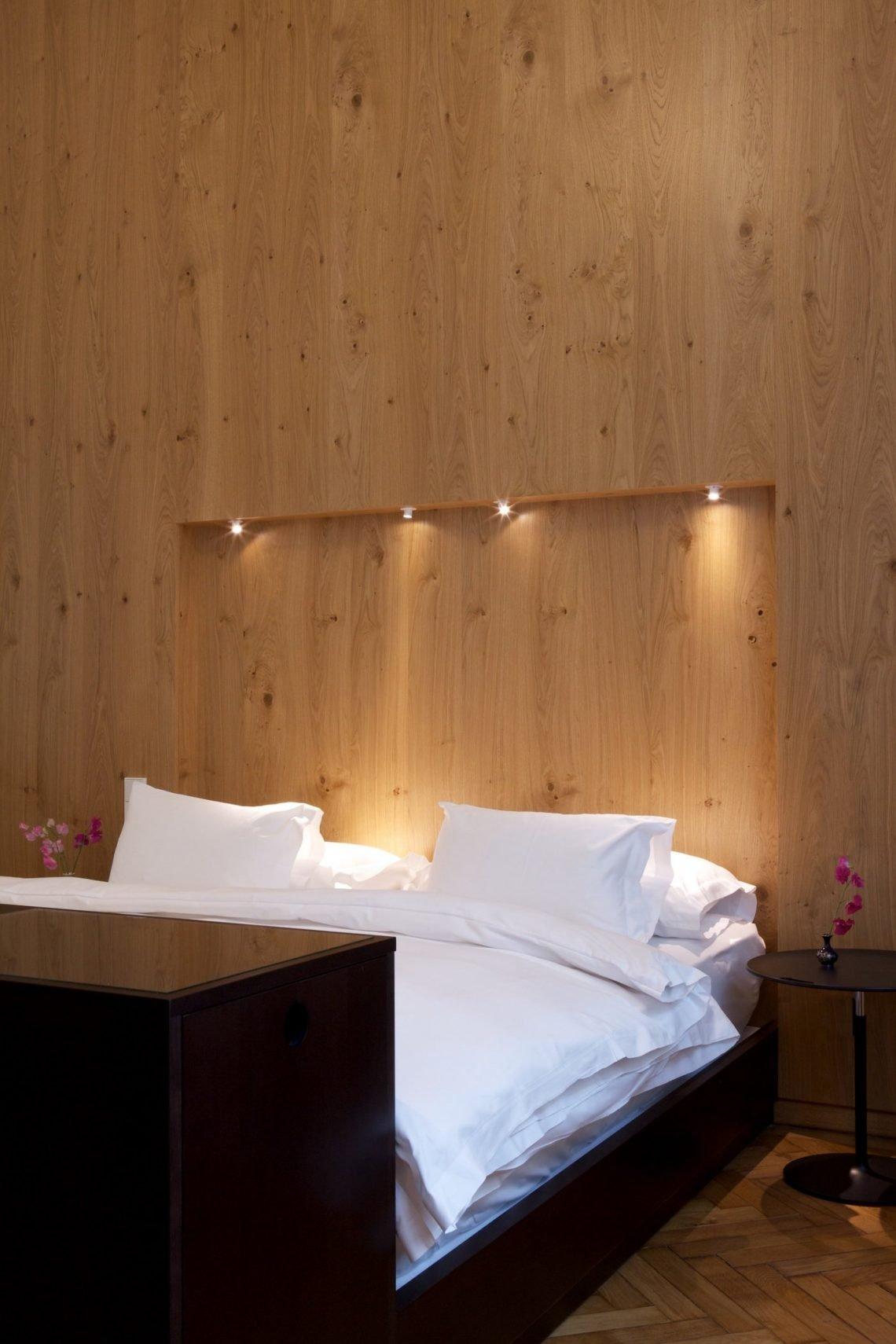 Bett Kissen Interieur Bettwäsche weiß buche holz lampen schwarz parkett