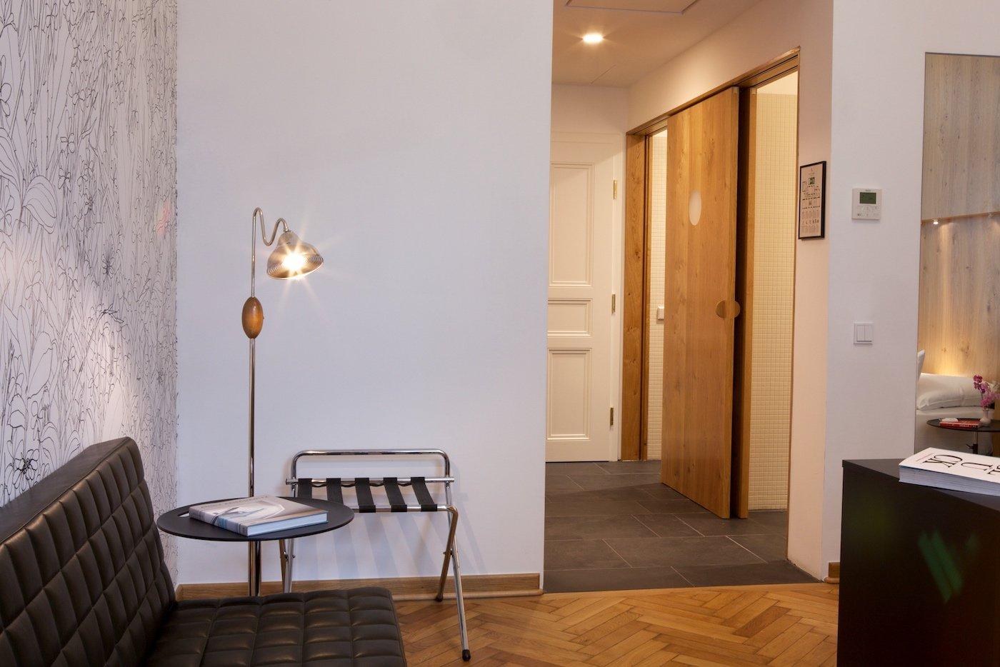 Hotel Altstadt Vienna Boutique Design Hotel Wien Suite 64 Eingangsbereich Lampe