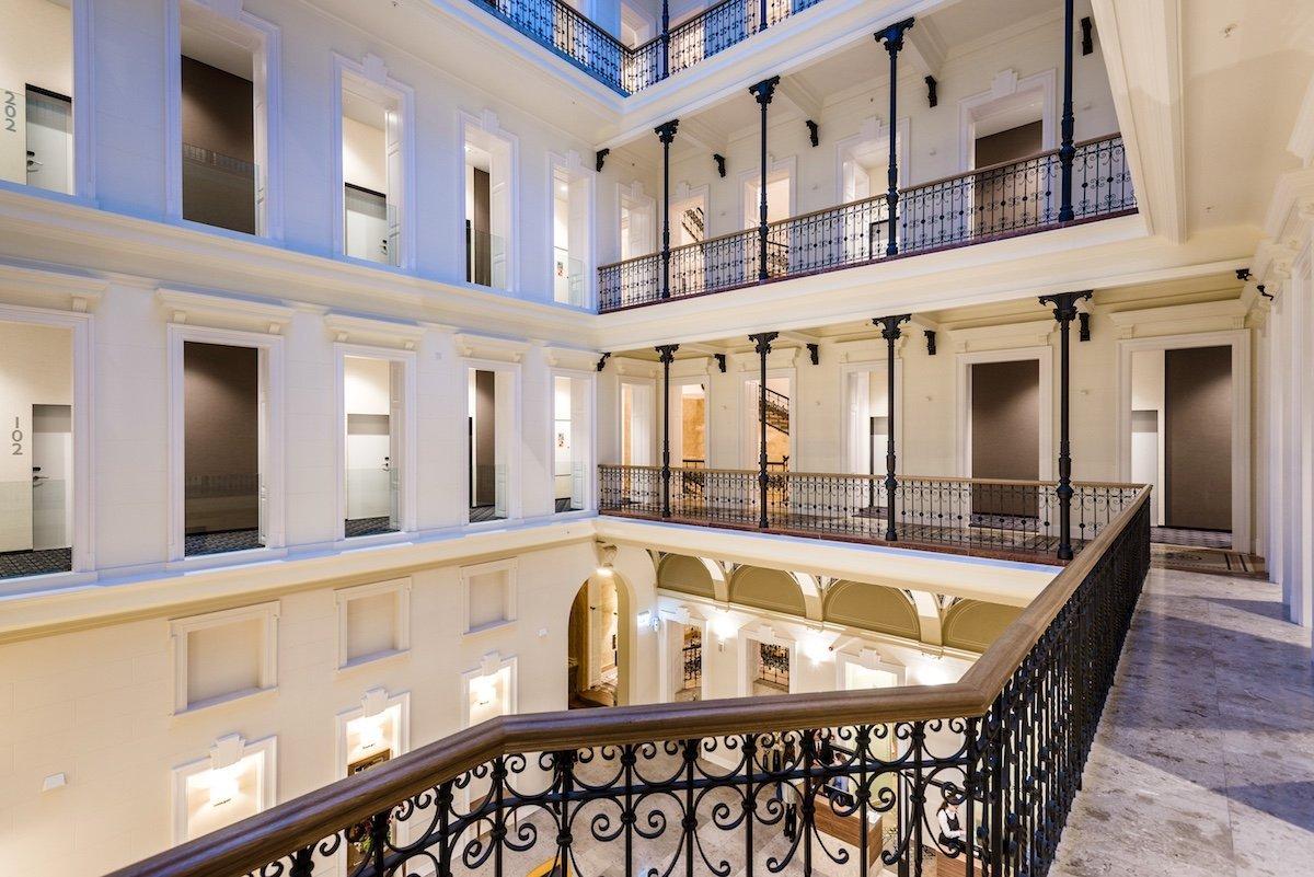 Hotel Moments Budapest 4 Sterne Andrassy Avenue Utca Einkaufsstraße Hauptstadt Ungarn Atrium Stockwerke Architektur