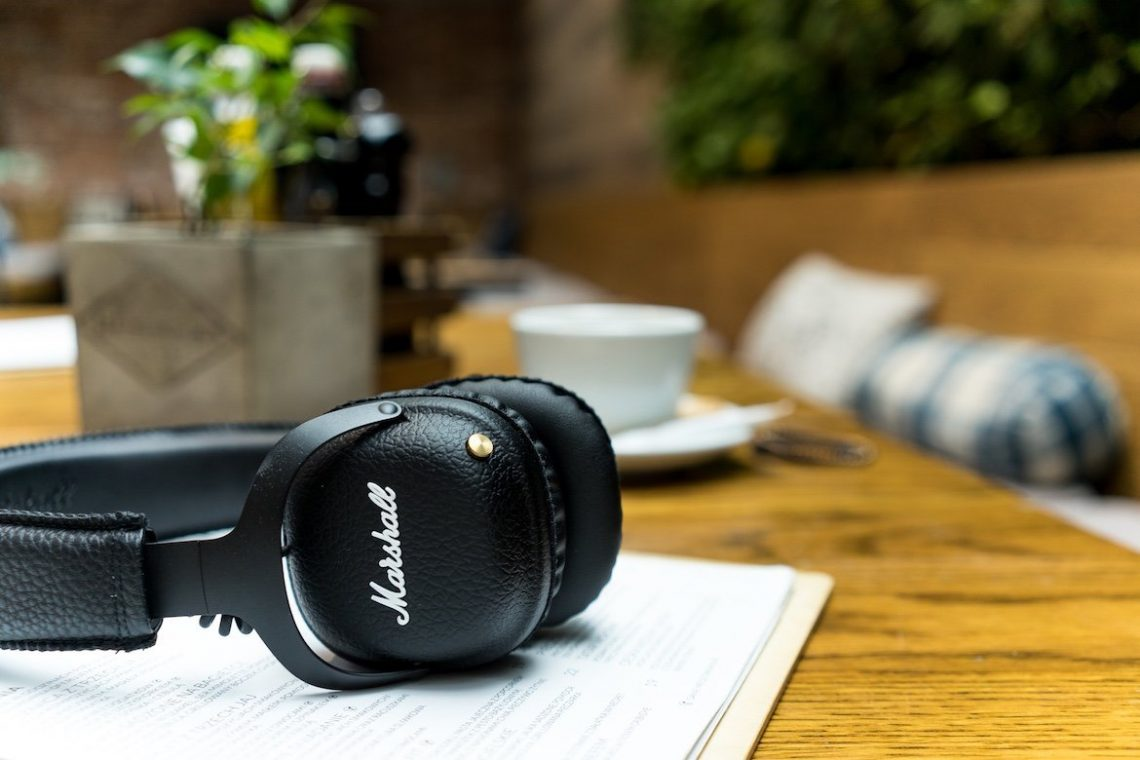 Marshall Mid Bluetooth Headphones Detail Shot schwarz