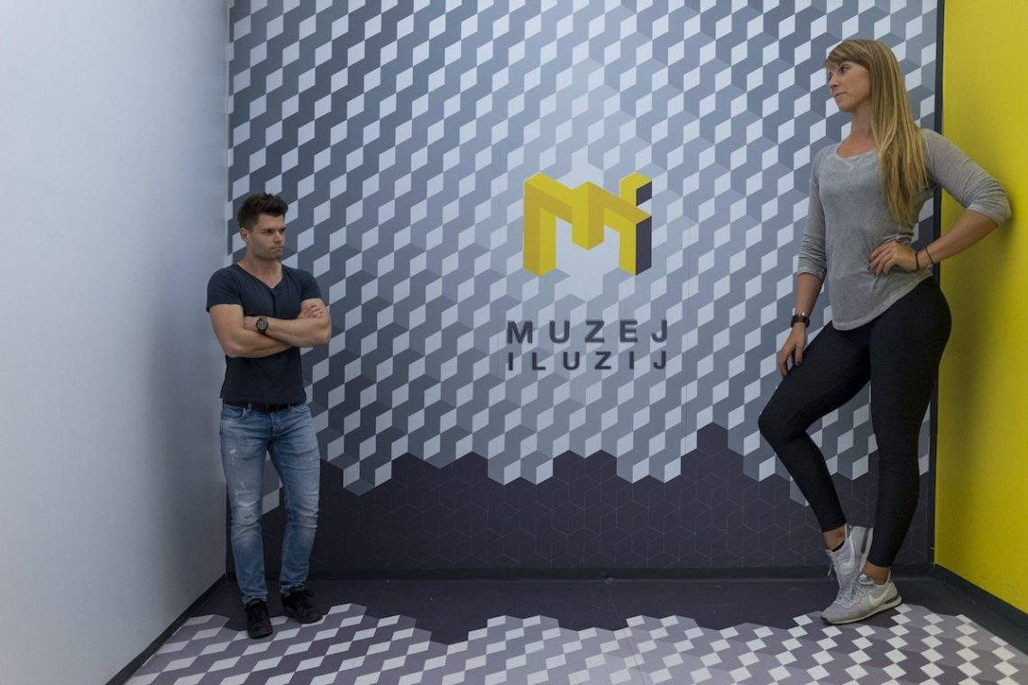 Ljubljana Muzej Iluzij Museum Illusionen Diana Stefan Optische Täuschung