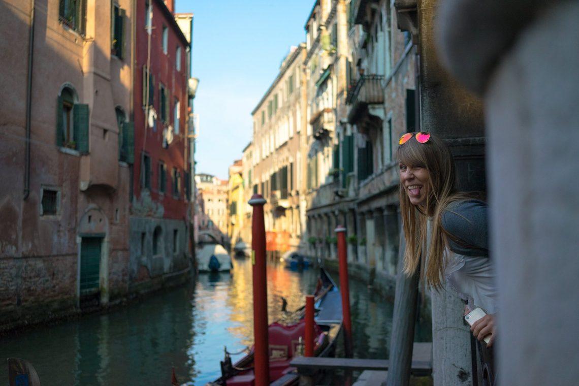 Venedig Venezia Venice Italien Romantik Romance Romantisch Urlaub Lifestyle Kanal Tongue Out Zunge raus Spaß Fun Golden Hour
