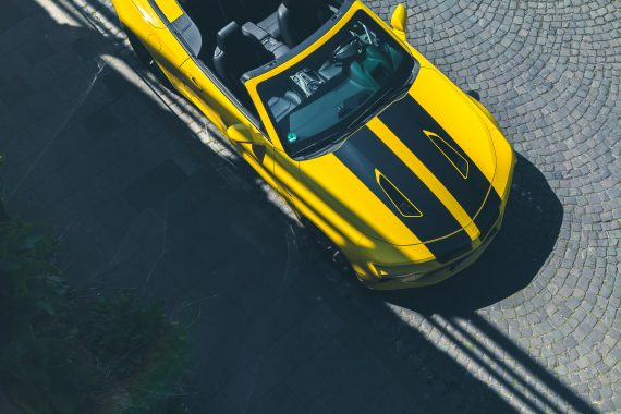 2016 Chevrolet Camaro V8 Cabriolet Bright Yellow Rally Stripes Top View von oben Leder Birdsview Luftauslässe Motorhaube
