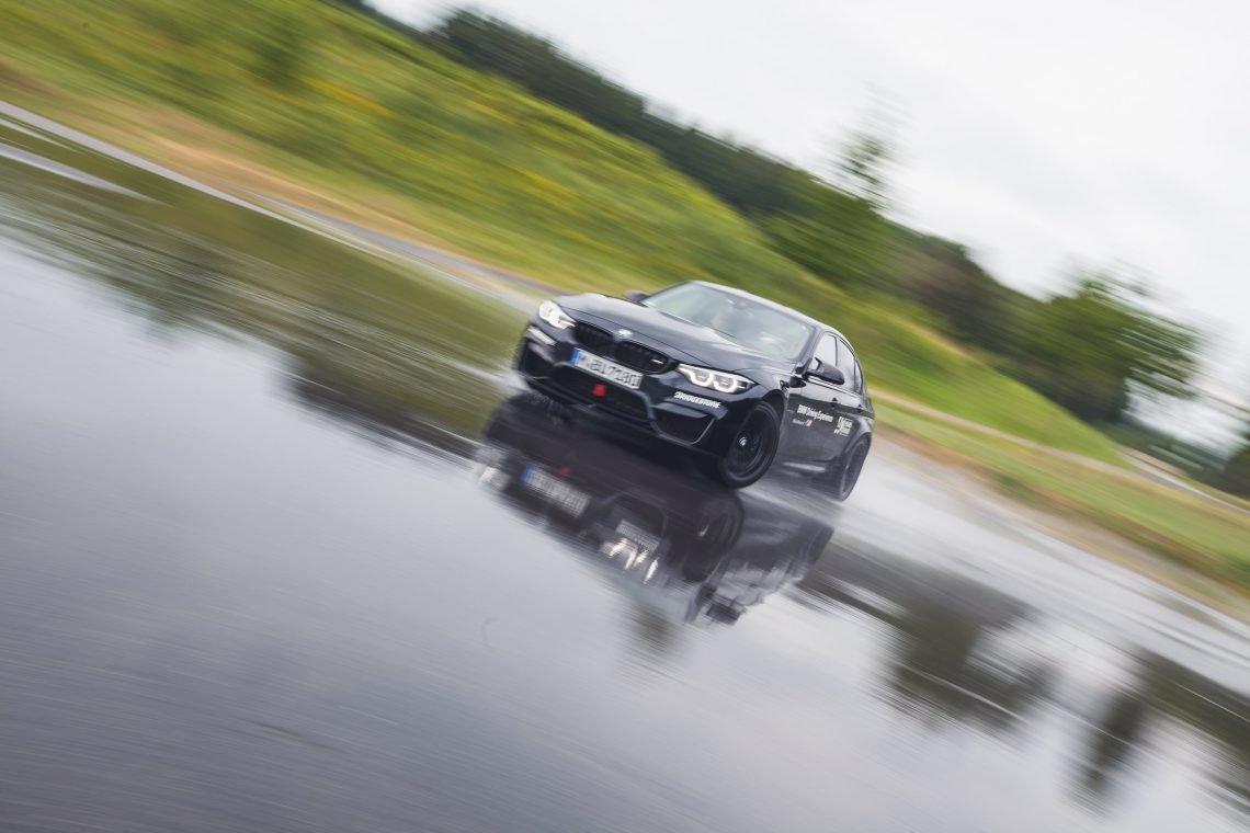 BMW M Intensive Training Bilster Berg BMW M3 schwarz Übersteuern Drift Limit Wasser Reflektion