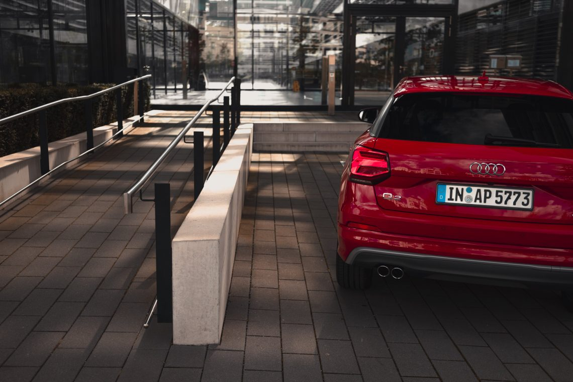 Audi Q2 rot sline TDI Heck Geländer