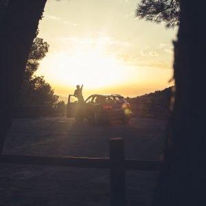 Sonnenaufgang Mann SUV