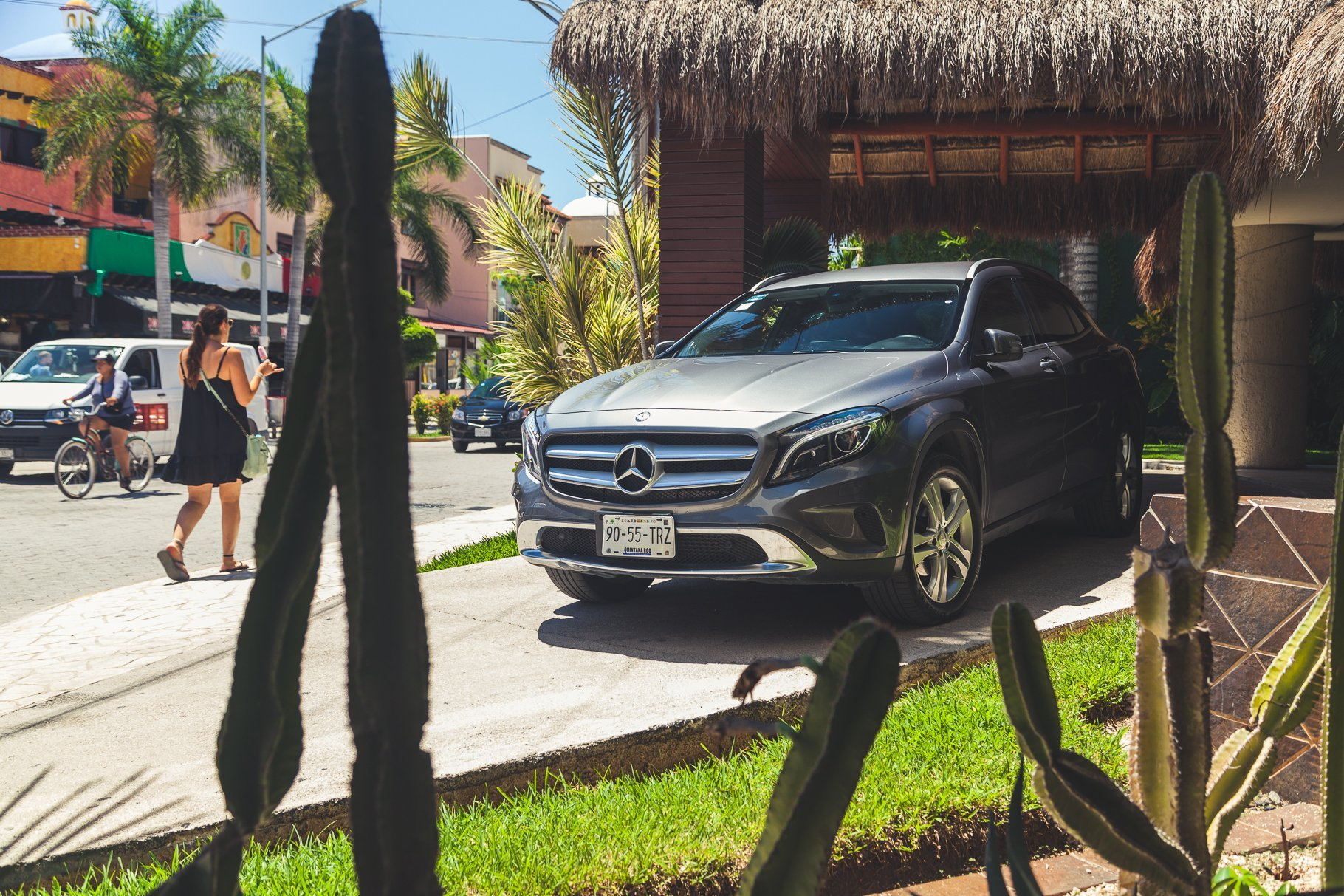 Mercedes-Benz GLA200 vor Hotel in Playa del Carmen Yucatan Roadtrip