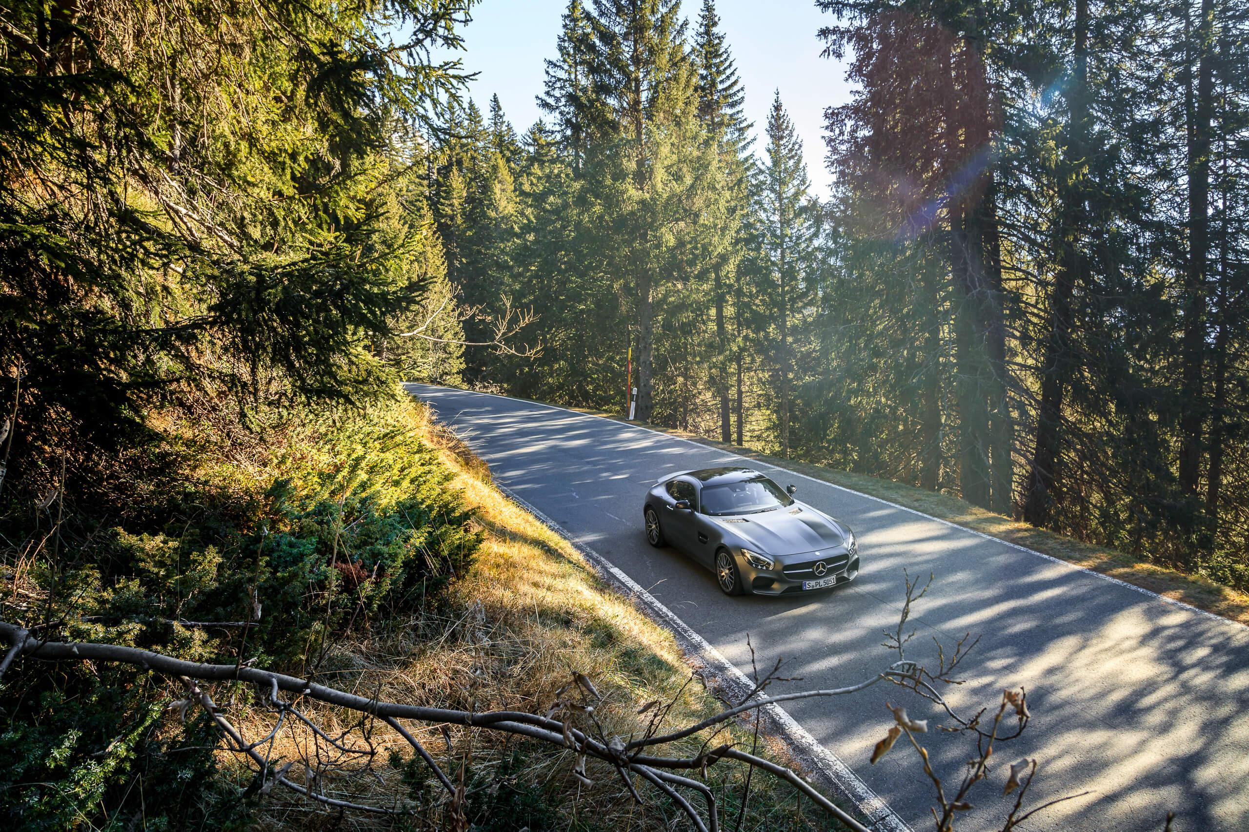 Sportwagen grau Mercedes-Benz Wald Straße Flare