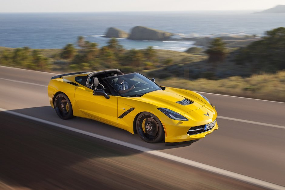 Chevrolet Corvette C7 Stingray Targa gelb Landstraße USA Interstate Highway Meer Sommer Schnell Power Leistung Musclecar v8