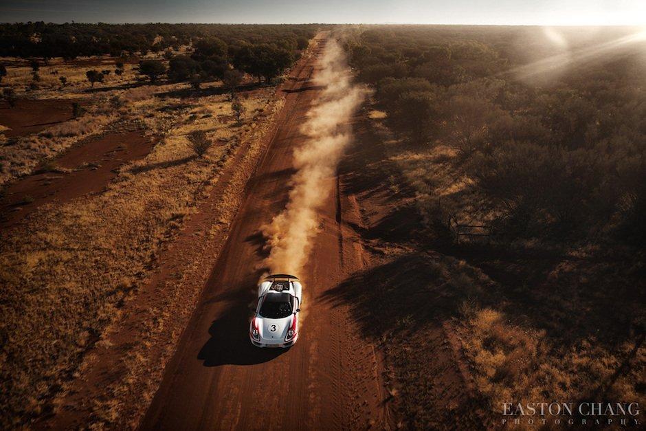 Porsche 918 Spyder Staubwolke Offroad Outback Australien Speed Rekord 350 kmh Sonne Natur Schotter Supercar