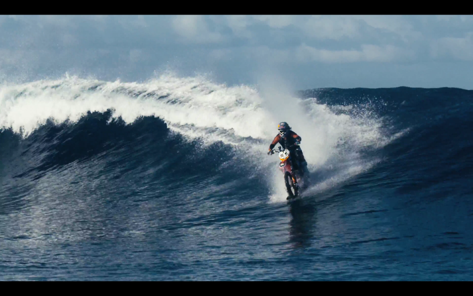 Robbie Maddison Maddo Wellenreiten Motorcross Bike Stunt Welle Surfen