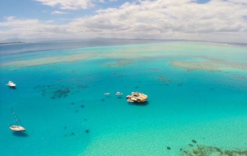 Cloud 9 Fiji schwebendes Restaurant Wasser Meer