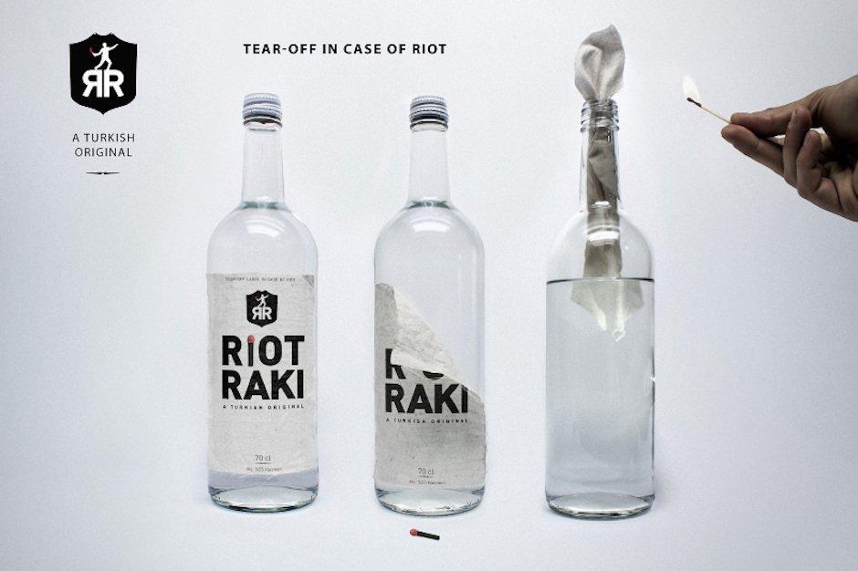 Riot Raki Kunst Projekt Studium Politik Message Statement Molotow Cocktail Flasche Manuel Urbanke Maximilian Hoch