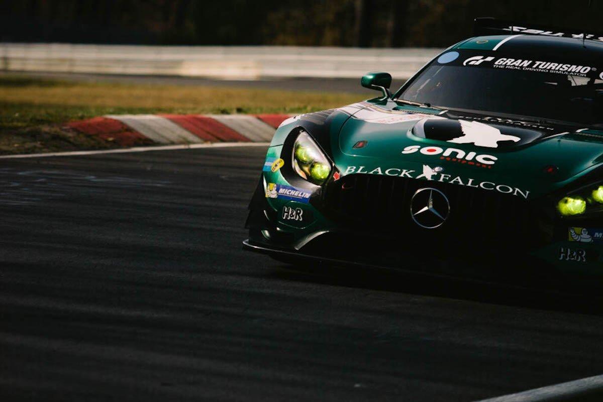 1. VLN-Lauf 2016 42. Westfalenfahrt Nürburgring Nordschleife 24h Rennen ADAC Zürich Black Falcon Mercedes-AMG GT3 Rennstrecke grün